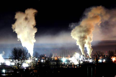 Heavy industrial pollution/Source: Gavin Schaefer-Commons